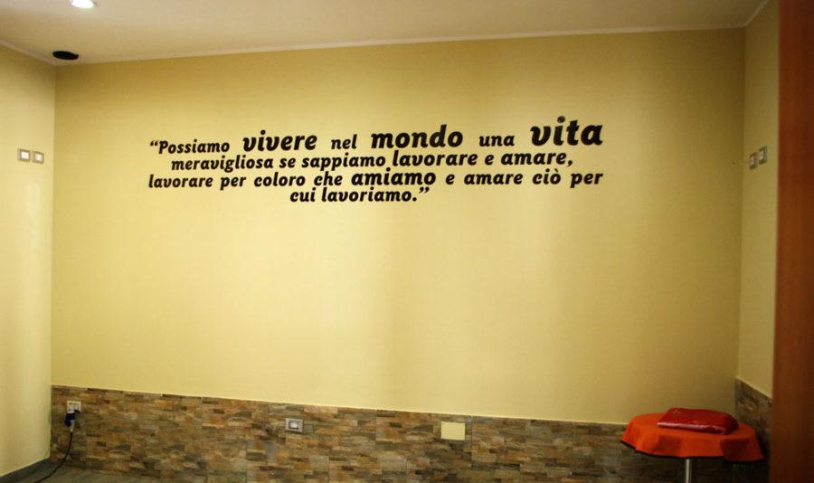 Scritte adesive per pareti