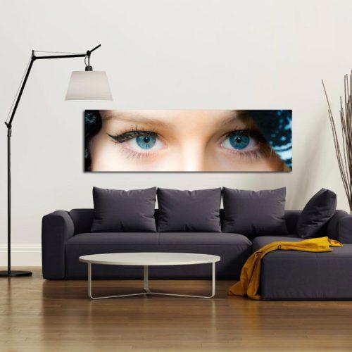 Quadro panoramico occhi celesti di donna