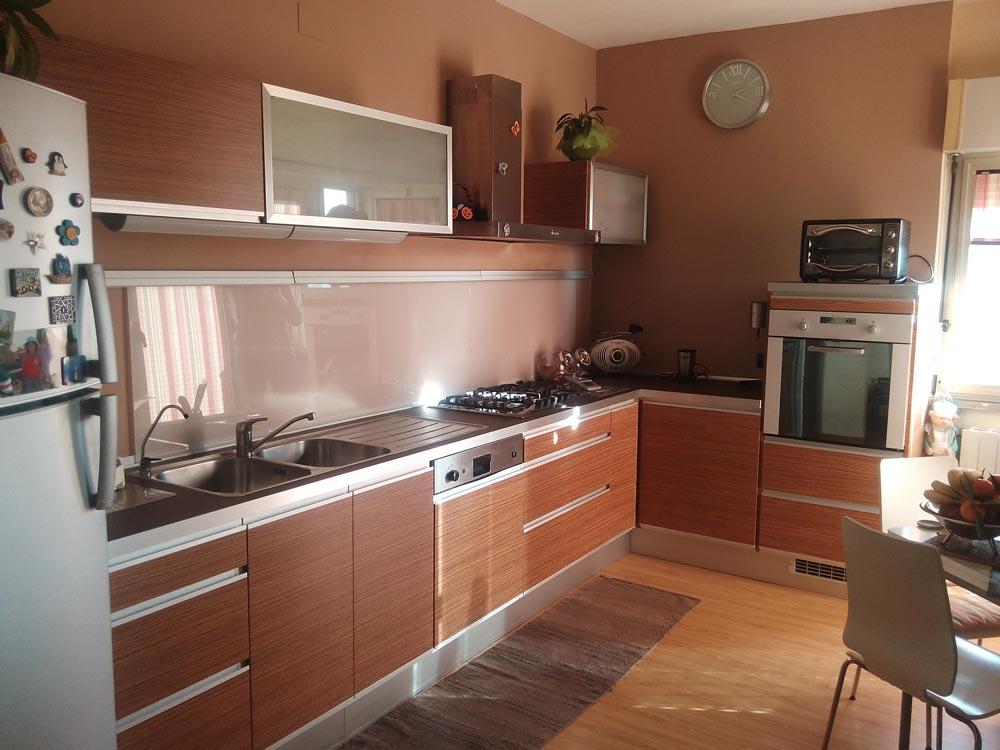 Vuoi rinnovare la cucina senza cambiarla scorpi come - Cucina senza piastrelle ...