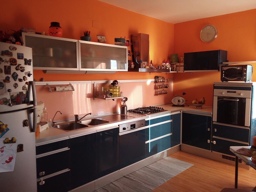 Vuoi rinnovare la cucina senza cambiarla scorpi come - Colore muri cucina ...